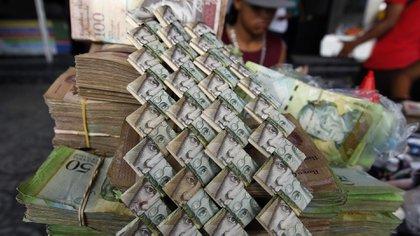 En Venezuela, la pérdida de valor del bolívar llevó a muchos a hacer pequeñas obras de arte con los billetes