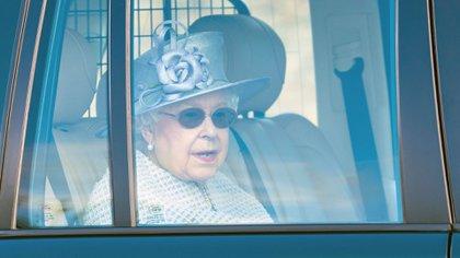 La reina, saliendo de la Capilla Real de Todos los Santos en Windsor (Shutterstock)