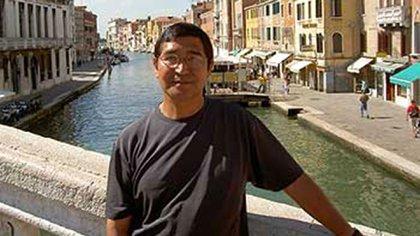 El conde Reynaldo Mariqueo, de gira por Europa. Está encargado de las Relaciones Internacionales