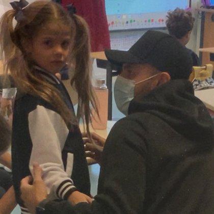Mauro Icardi estuvo presente en el primer día de clases de sus hijas