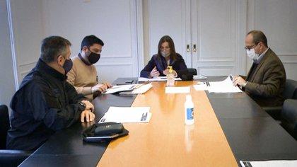 La ministra de Seguridad, Sabina Frederic, junto a las autoridades de la Policía Federal