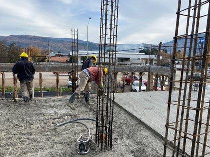 Algunas empresas se quejan por la falta de materiales como hierros y elementos para las terminaciones, pero no impidió el reinicio de  proyectos avanzados