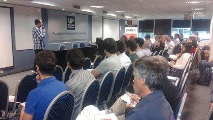 Andreas M. Antonopoulos durante la charla que ofreció en la Universidad de Palermo (Cortesía UP).