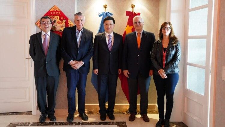 El ex canciller Jorge Taiana mantuvo reuniones en la embajada de China en Buenos Aires