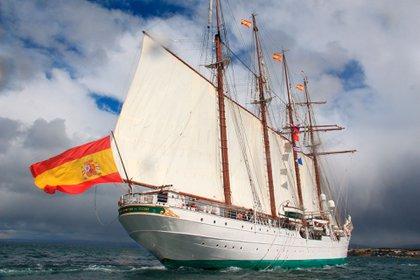 El buque español Elcano en el Pacífico sur. Conmemoración de los 500 años del descubrimiento del Estrecho por Magallanes (EFE)