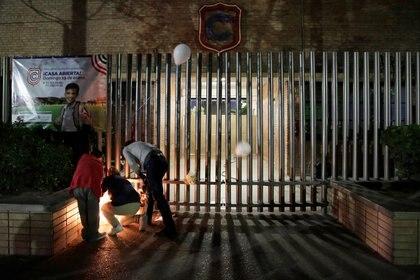 El Colegio Cervantes abrirá sus puertas para otorgar apoyo psicológico a alumnos, padres de familia, maestros y personal administrativo tras tiroteo (Foto: Reuters/Daniel Becerril)