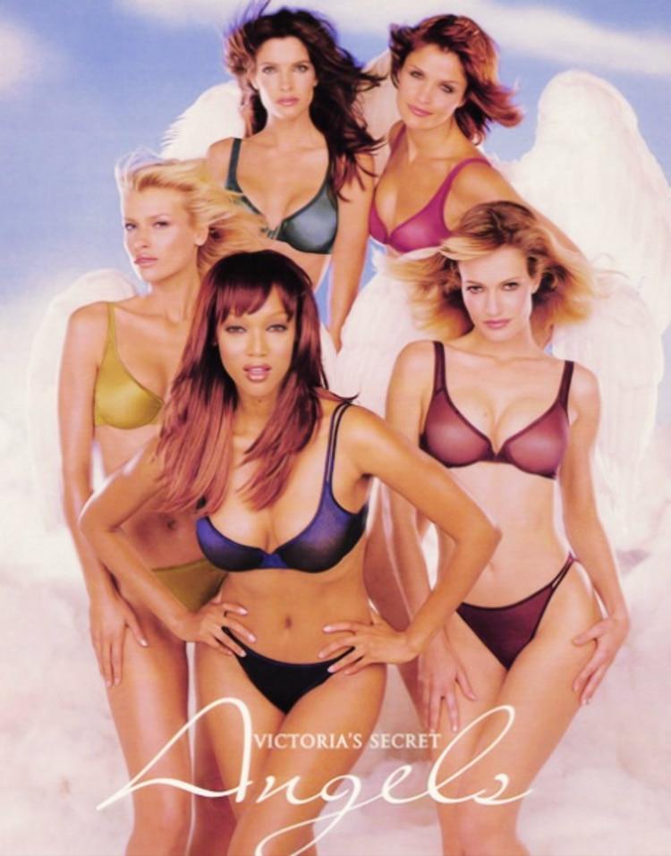Tyra Banks (al frente) fue uno de los rostros más famosos de la firma en los años 90
