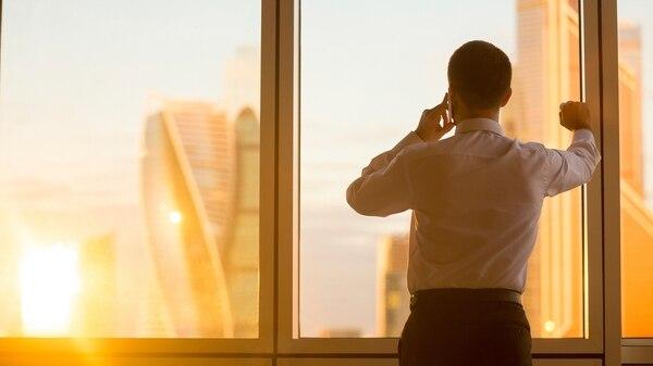 La gran distancia entre el pago a un CEO y el pago a un empleado comenzó en los '90s.(iStock)