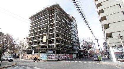 El 11 de mayo reabrieron las oficinas de las empresas inmobiliarias y constructoras, con un horario restringido, que luego se fue flexibilizando hasta recuperar en horario completo en la actualidad