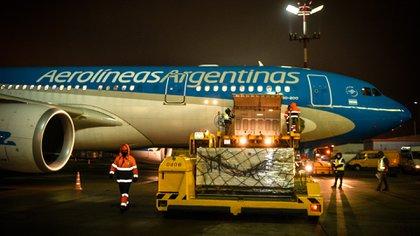 Hoy llega de Moscú el avión de Aerolíneas Argentinas que trae al país las primeras 300 mil dosis de la vacuna Sputnik V