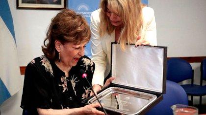 Ramona Galarza, premiada en el Senado