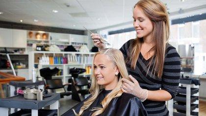 Muchos productos para el cabello contienen compuestos disruptores endocrinos y carcinógenos potencialmente relevantes para el cáncer de sen, afirma el estudio (Shutterstock)