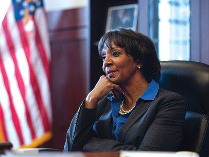 Jackie Lacey, fiscal del condado de Los Angeles, participó en la redacción de la ley, que contó con el apoyo de la Asociación de Fiscales de Distrito, la Asociación de Jefes de Policía y la Coalición contra los Ataques Sexuales del estado. (jackielacey.com)