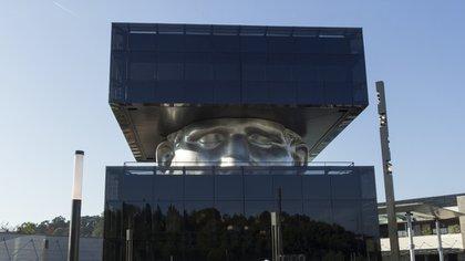 """""""Le Guetteur"""" es un edificio ubicado en la ciudad francesa de Cagnes sur Mer, en los Alpes Marítimos"""