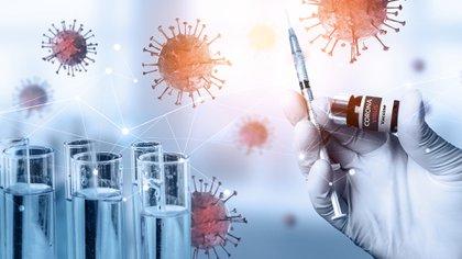 Los científicos están preocupados por las nuevas cepas halladas del nuevo coronavirus (Shutterstock.com)