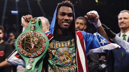 Quién es el campeón mundial de box que renunciaría a su título para enfrentar a Canelo