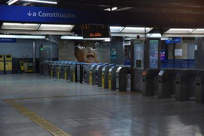Poca asistencia de pasajeros en las estaciones del subte porteño.