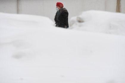 En algunas zonas de la ciudad la nieve llega a la cintura