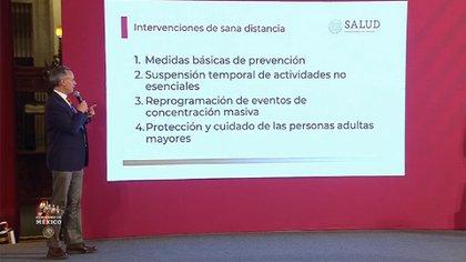 Hugo López-Gatell explicando sobre la Jornada Nacional de Sana Distancia (Foto: Twitter/SSalud_mx)