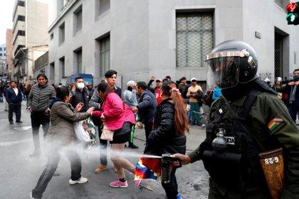 Las tensiones fueron trepando desde el mediodía, cuando bajó desde El Alto una columna de cientos de partidarios de Morales hacia La Paz