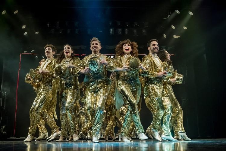 """Parte del staff de """"Chorus Line"""", en escena"""