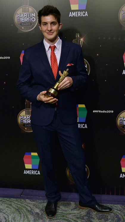 Uno de los hijos de Paulo Kablan, Facundo, recibió el premio por el periodista (Gustavo Gavotti)