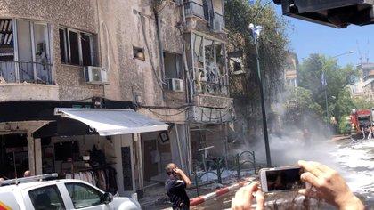 Además de Tel Aviv, la última ola de cohetes lanzada desde el enclave hizo sonar las alarmas antiaéreas en distintas ciudades del centro de Israel, e incluso cerca de la ciudad palestina de Nablus, en Cisjordania (Zvika Biran vía REUTERS)