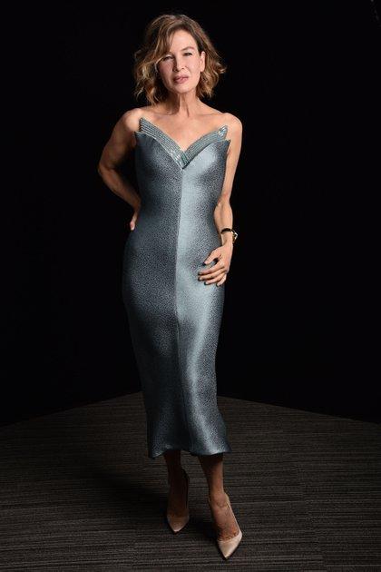 Varias estrellas de Hollywood, incluidas Renée Zellweger y Anna Kendrick, permanecieron en Los Ángeles para la entrega de premios y posaron para las fotos en una habitación alfombrada