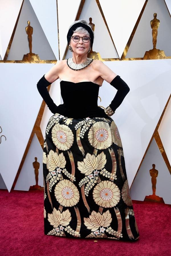 Rita Moreno repitió look.