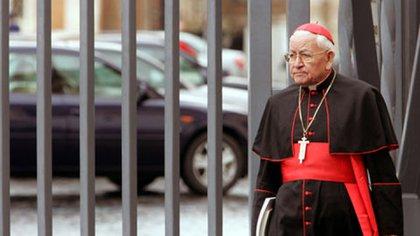 El cardenal Rosalio Castillo Lara acompañó la comitiva papal en Caracas en 1985 (AP Photo/Plinio Lepri)