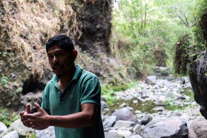 Debido a que la CFE proporcionaba información incompleta, Samir se dedicó a difundir en los pueblos el impacto del PIM  (Fotografía: José Roberto González / Infobae México)