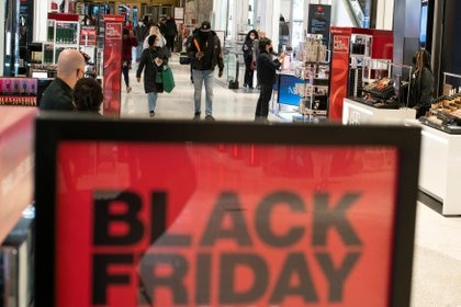 People visit Macy's Herald Square during early opening for the Black Friday sales in Manhattan, New York, U.S., November 27, 2020. REUTERS/Eduardo Munoz