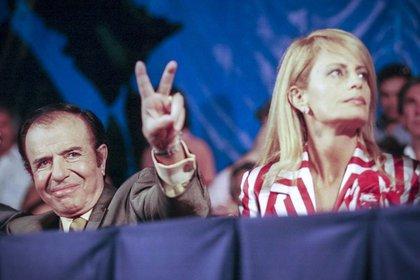 Carlos Menem y Cecilia Bolocco (Foto: NA / Marcelo Capece)