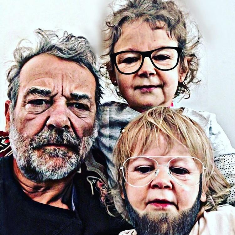Pedro Alfonso, con sus hijos Baltazar y Olivia