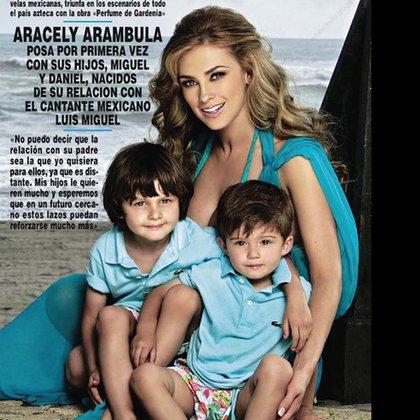 Hace unos años Aracely Arámbula hizo una tapa de revistas con sus hijos Miguel y Daniel Gallego Arámbula