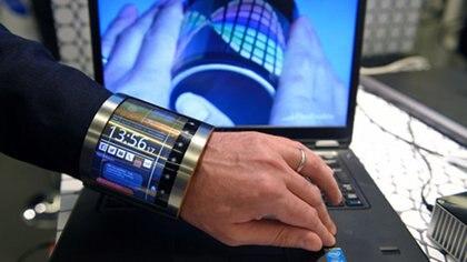 La compañía FlexEnable desarrolla pantallas flexibles a base de grafeno (AFP / LLUIS GENE)