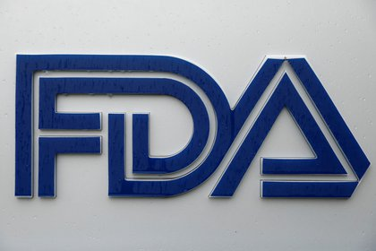 La Agencia de Alimentos y Medicamentos (FDA) de Estados Unidos acaba de anunciar la aprobación de emergencia de la vacuna contra el COVID-19 de Johnson & Johnson (REUTERS/Andrew Kelly/File Photo)