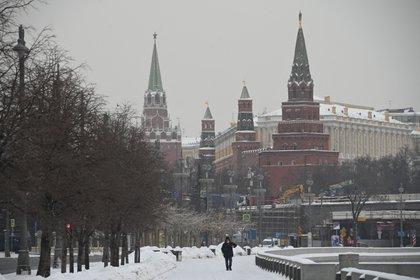 Los servicios de transporte moscovitas informaron haber rescatado 387 camiones atrapados por la nieve en las carreteras de la ciudad.
