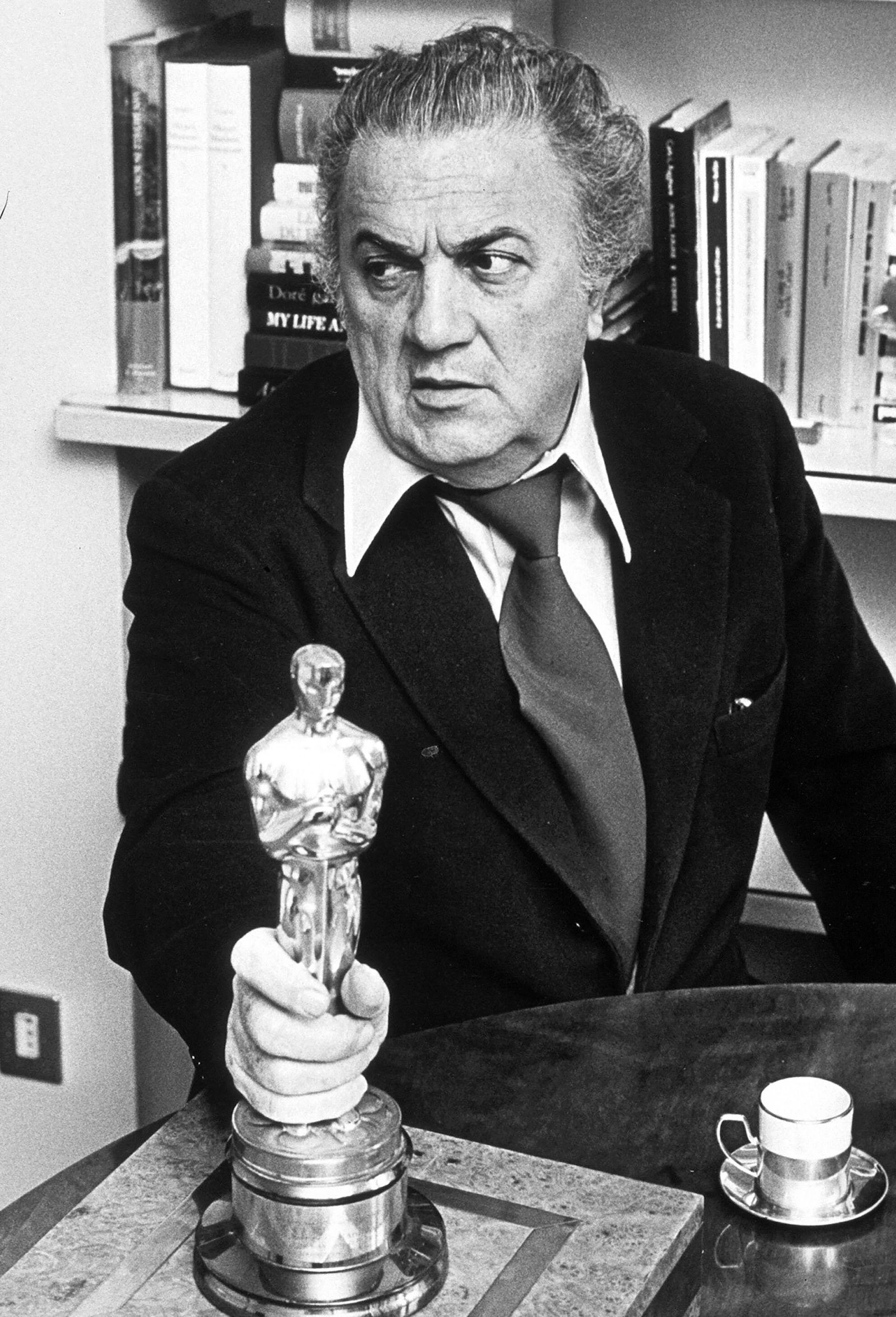 Foto de 1977. Fellini ganó cuatro premios Óscar por mejor película extranjera,y además en 1993 fue galardonado con un Óscar honorífico por su carrera (Pierluigi/Shutterstock)