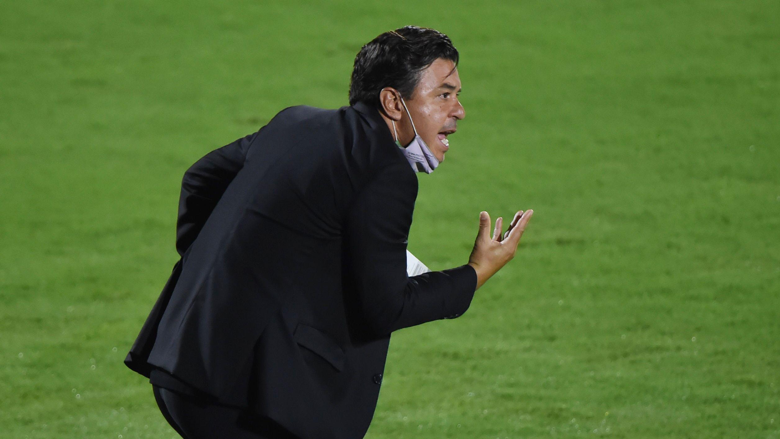 Marcelo Gallardo destacó el empate logrado sobre la hora ante Junior en Colombia, aunque lamentó el contexto en el que debieron jugar (REUTERS/Daniel Munoz)