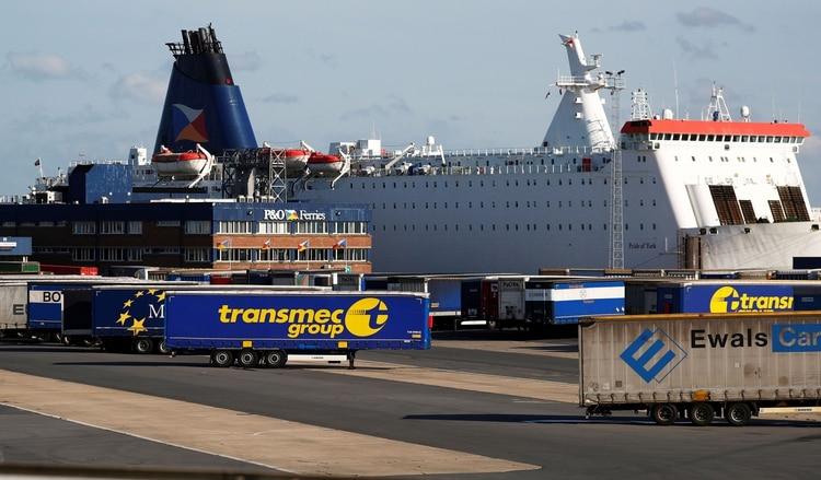El puerto de Zeebrugge, en Bélgica, donde se cree que partió el contenedor refrigerado con los 39 víctimas (Reuters)