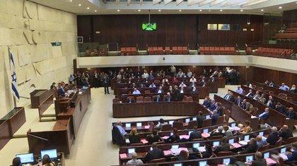 Los miembros reunidos del Kneset, parlamento de Israel (AFP)