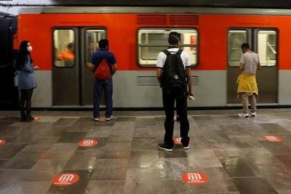 Algunas estaciones del Metro de la Ciudad de México permanecerán cerradas para evitar que el público asista a las celebraciones patrias en el Zócalo capitalino. (Foto: REUTERS/Carlos Jasso)