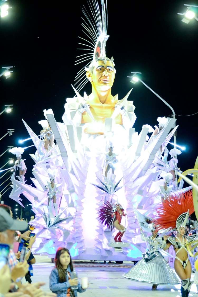 Carroza de la comparsa Marí Marí (Prensa Carnaval del País – Sebastián Motefinale)
