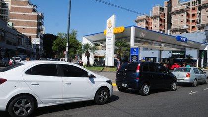 Desde agosto pasado la nafta subió un 65 por ciento. En los últimos cinco años, el precio de la nafta se ajustó un 420%, según datos de CECHA. (Maximiliano Luna)