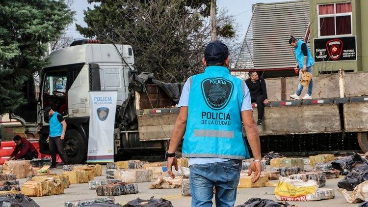 El cargamento fue interceptado en la intersección de las calles Basualdo y Santander, barrio porteño de Villa Lugano