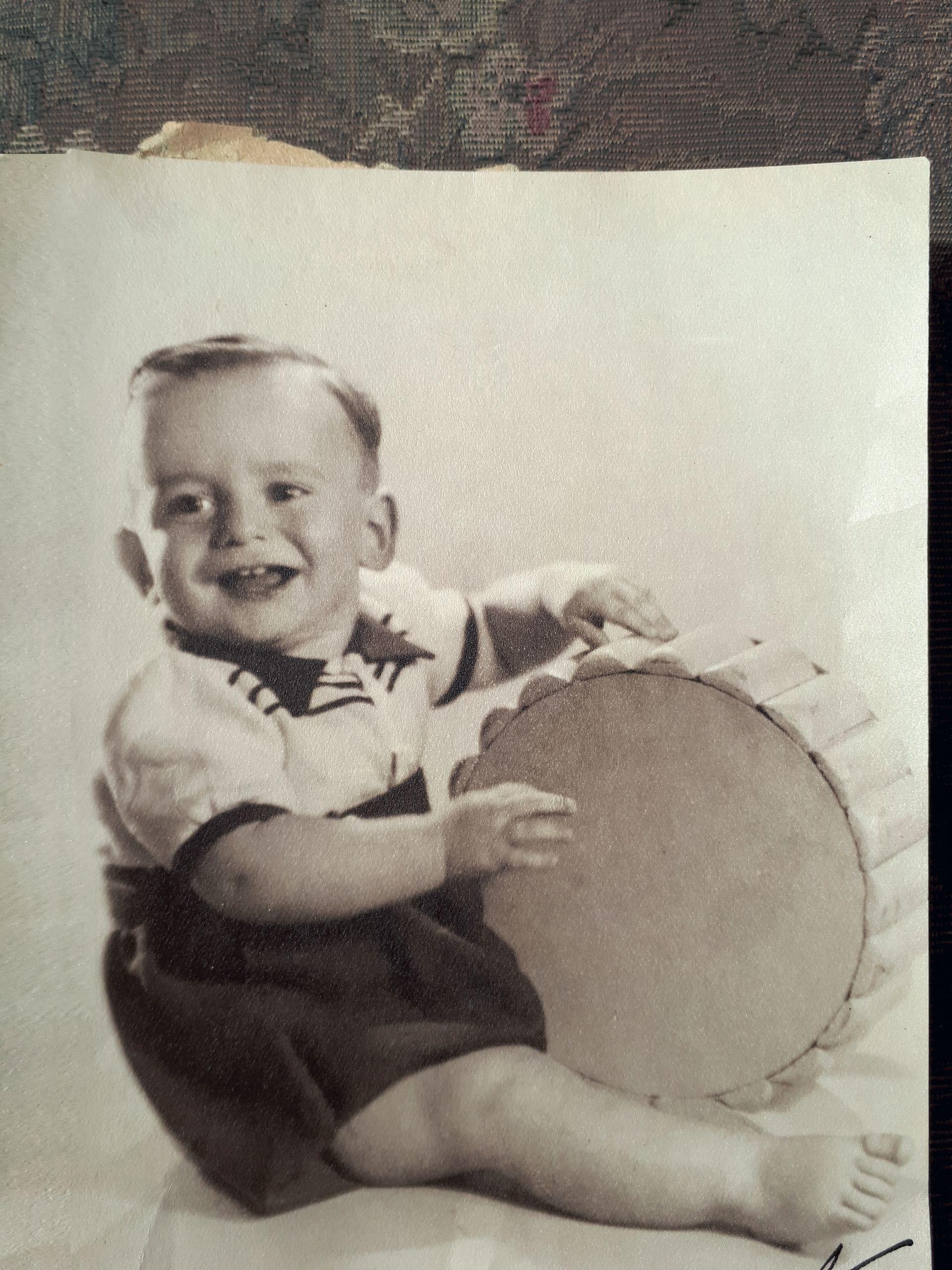 Jorge en su niñez, con la ancha sonrisa que lo caracterizó siempre. (Foto Archivo Gente)