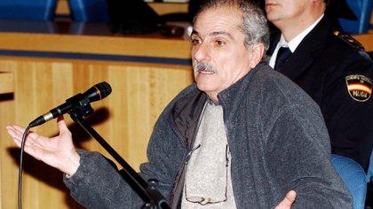 Una imagen del ex oficial de la Armada Argentina durante el segundo día de su juicio en el Tribunal Superior de Justicia de Madrid el 17 de enero de 2005
