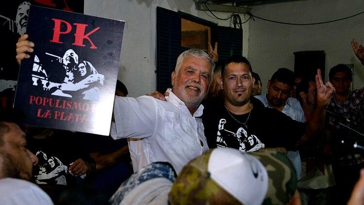 Julio De Vido junto a militantes de