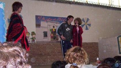Acto del 9 de julio de 2005 en la Escuela N°66 General Las Heras de Rosario al que Messi asistió cuando ya era jugador del Barcelona y se encontraba de vacaciones en la Argentina